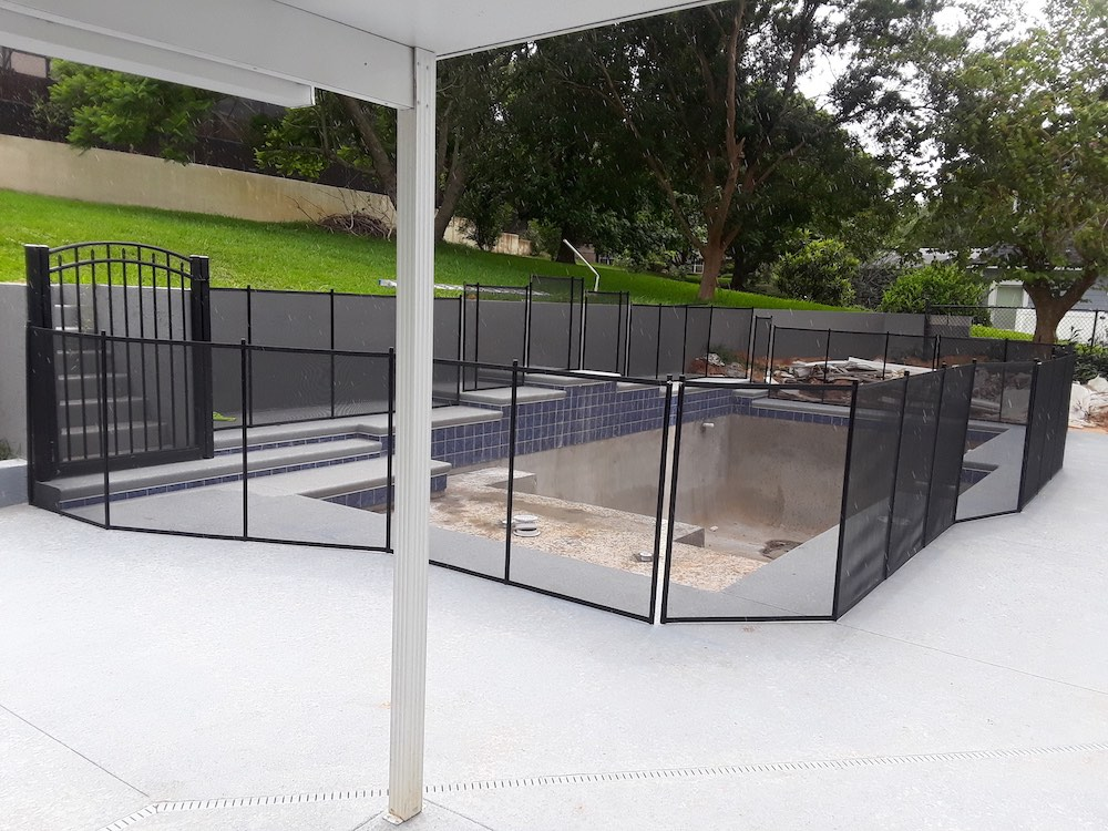 Sebring Pool Fence Guard
